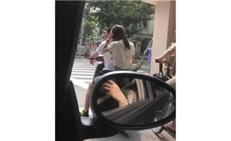 王思聪骑电动车载美女被偶遇难道是真爱